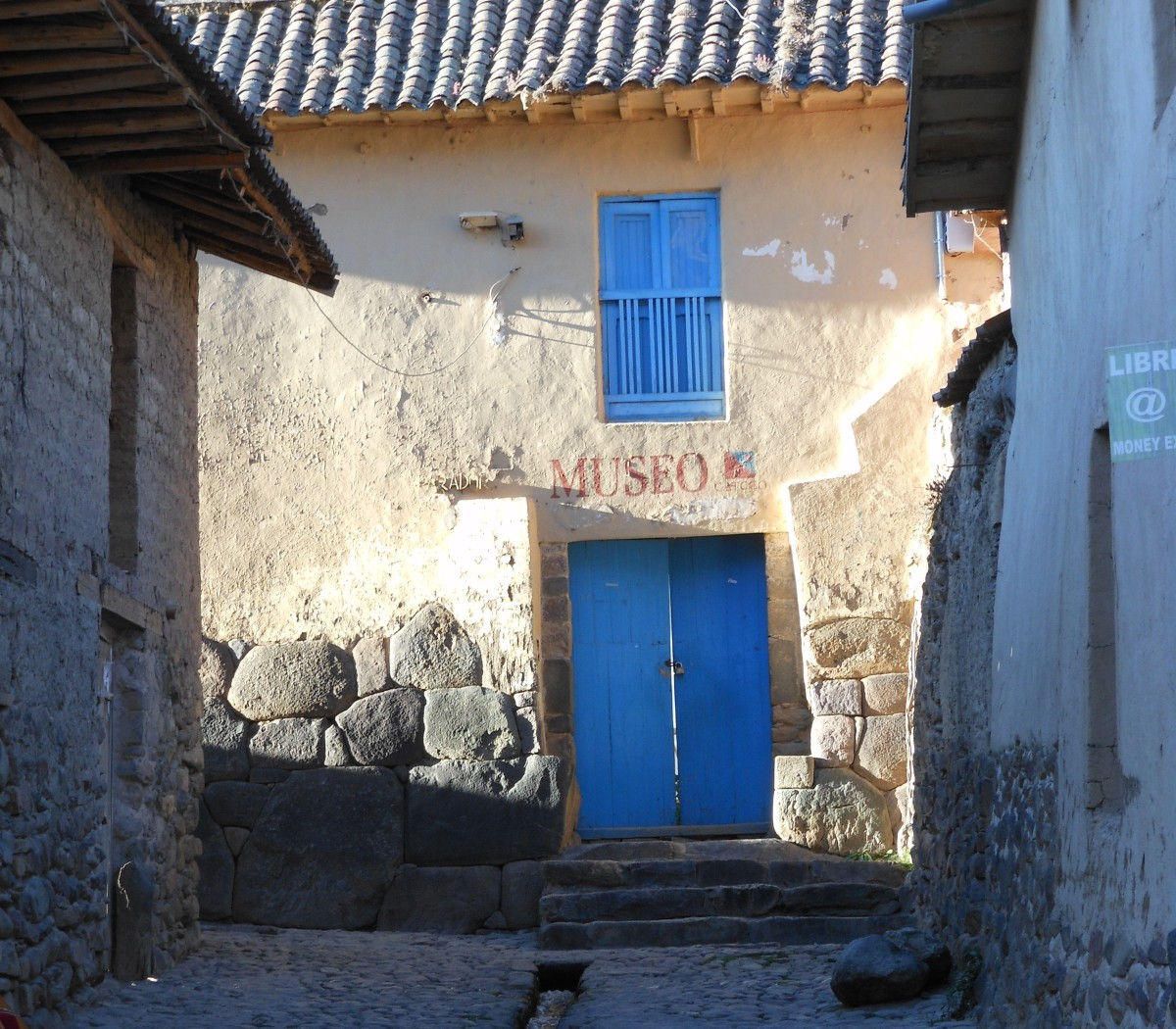 THE BACKSTREETS OF OLLANTYTAMBO. PERU