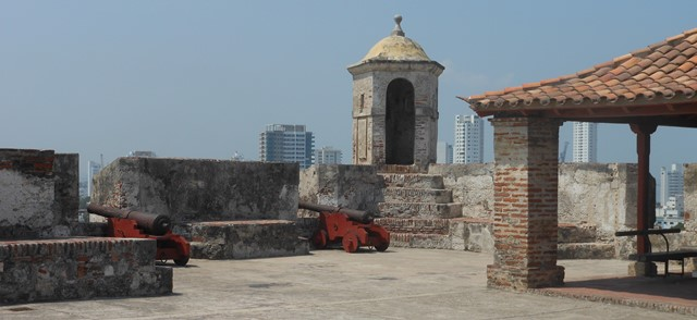 THE BATTLEMENTS OF THE SAN FELIPE CASTLE. THE CONSTRUCTION OF THE CASTLE BEGAN IN 1657 ON TOP OF THE SAN LORENZO HILL. DESPITE NUMEROUS ASSAULTS THE CASTLE WAS NEVER TAKEN.