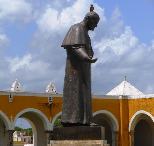 A STATUE OF POPE JOHN-PAUL TO COMMEMORATE HIS VISIT TO IZAMAL.